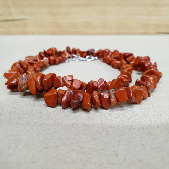 Jaspis červený sekaný náhrdelník