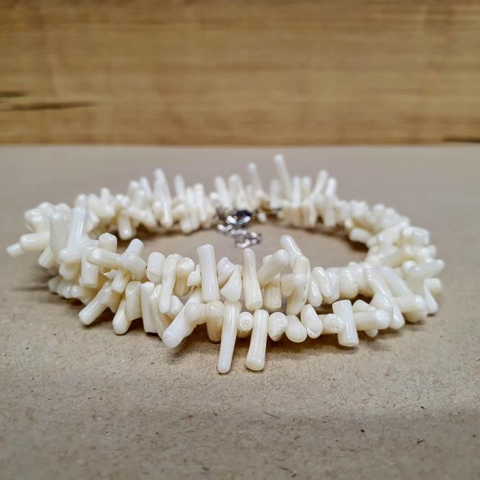 Korál větvičkový bílý sekaný náhrdelník